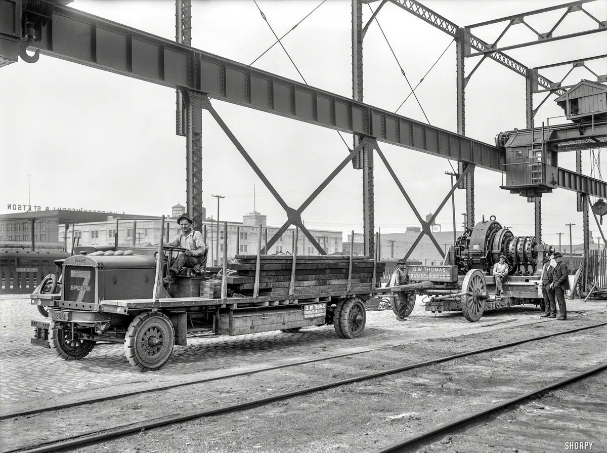 Грузовые автомобили начала 20-го века на снимках американских фотографов (12)
