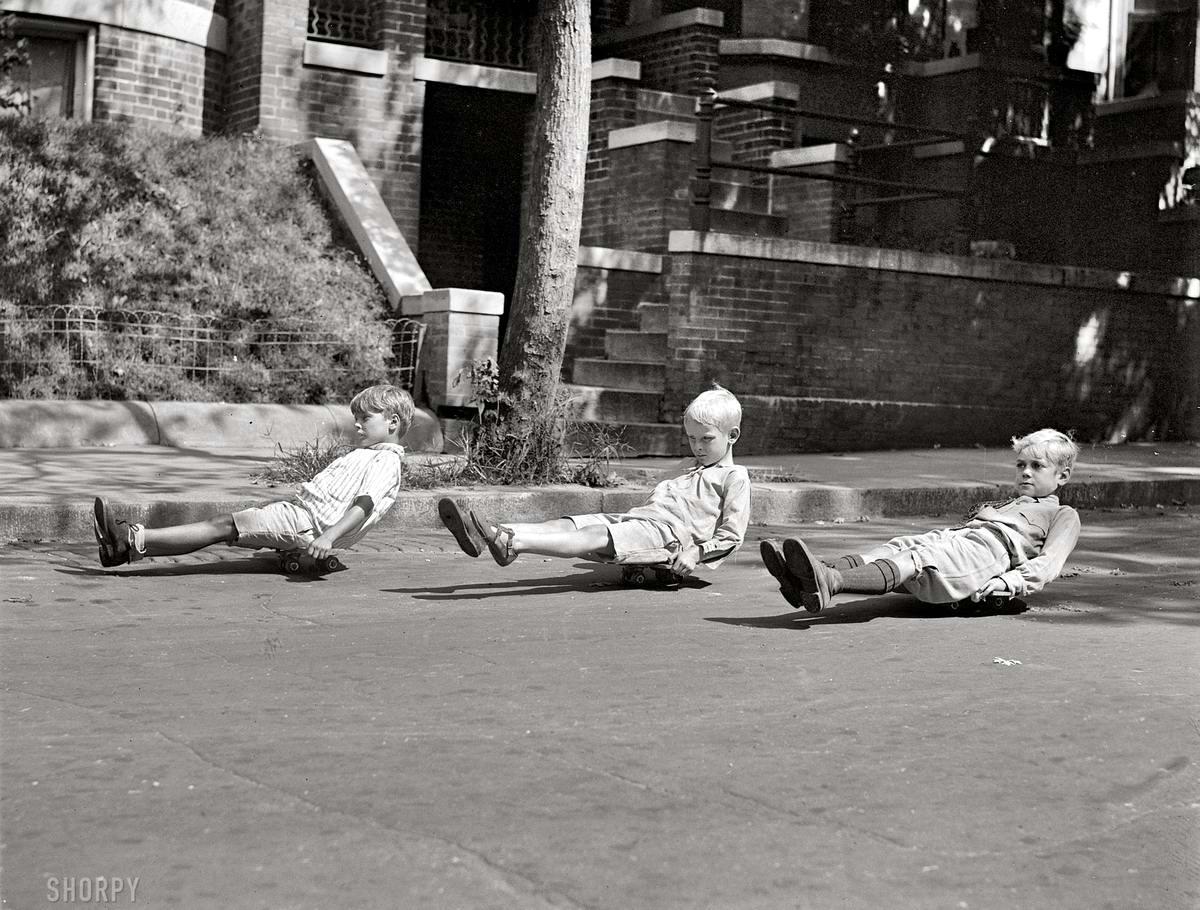 Доски-самокаты - прародители современных скейтбордов (Вашингтон, 1922 год)