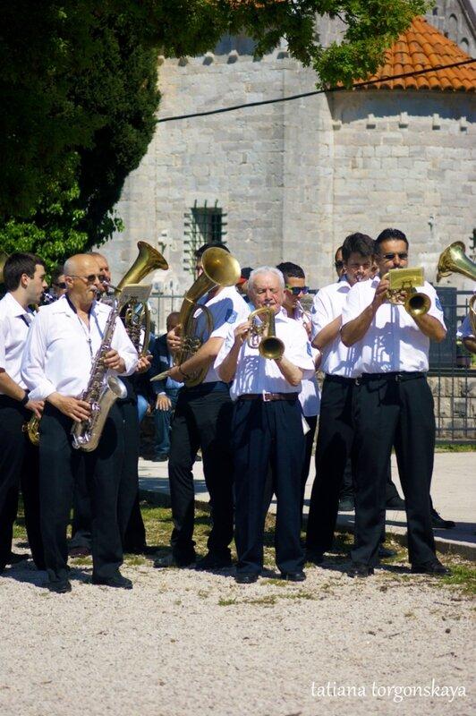 Выступление музыкантов из Дженовичей