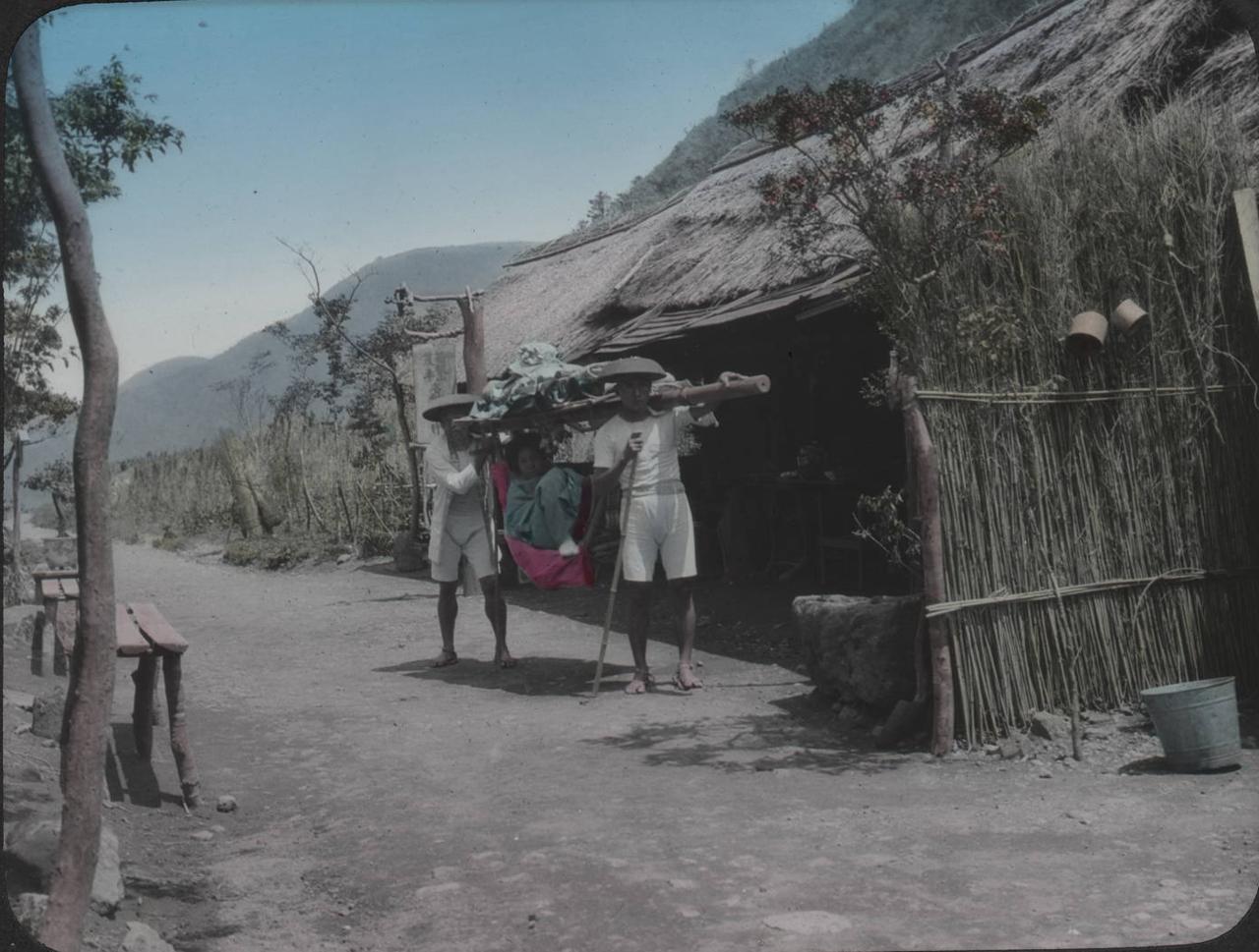 Каго на дороге в Хаконе
