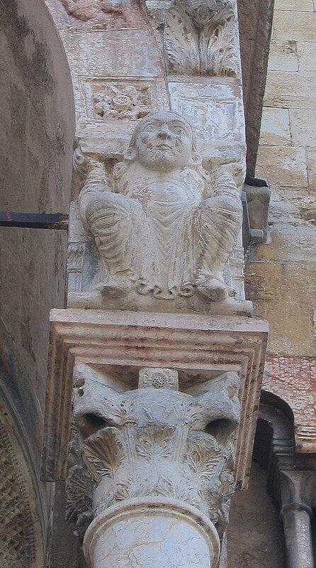 Средневековая кариатида