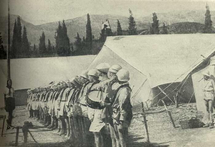 Артек. Отряд на линейке в<br ></img> 1925 г.