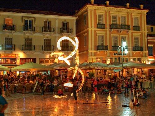 Огненное шоу на центральной площади Нафплио