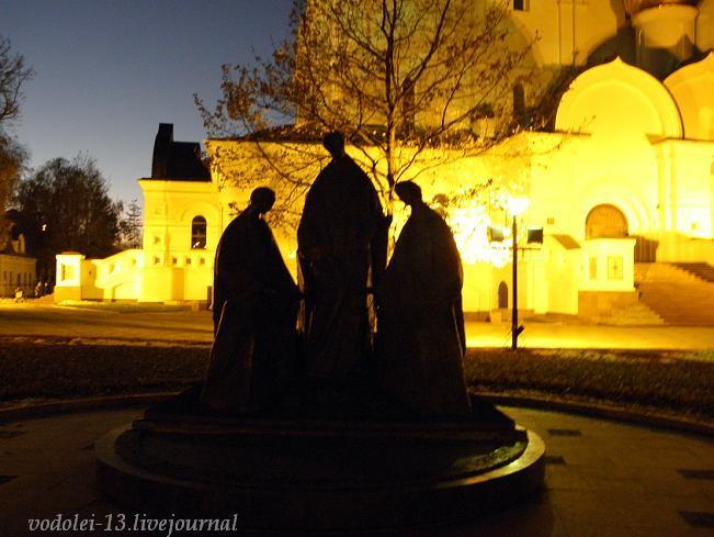 памятник Троице в Ярославле.JPG