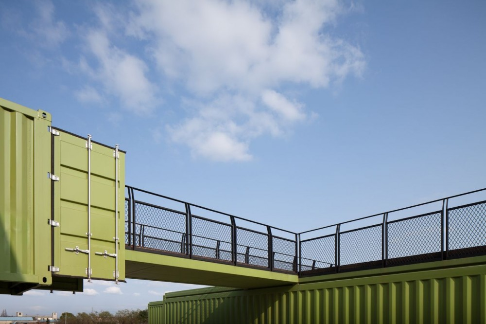 shipping-containers-architecture-tony-s-farm-playze-18.jpg