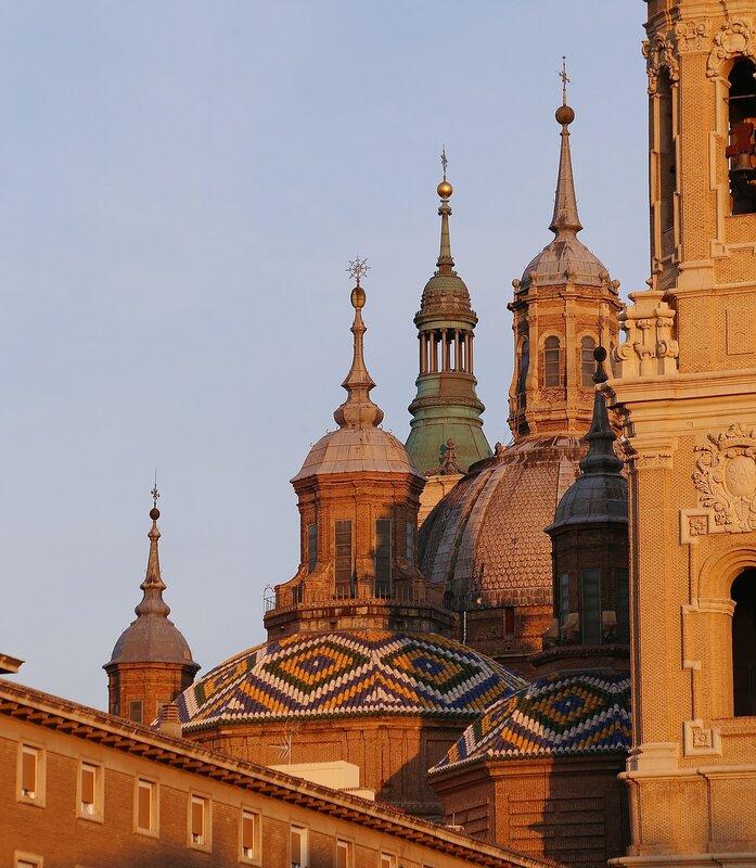 Сарагоса. Собор Девы Пилар. Шпили