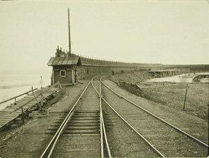 Вид на мол и железнодорожное полотно  у причала. Забайкальская обл. Мысовая ст.