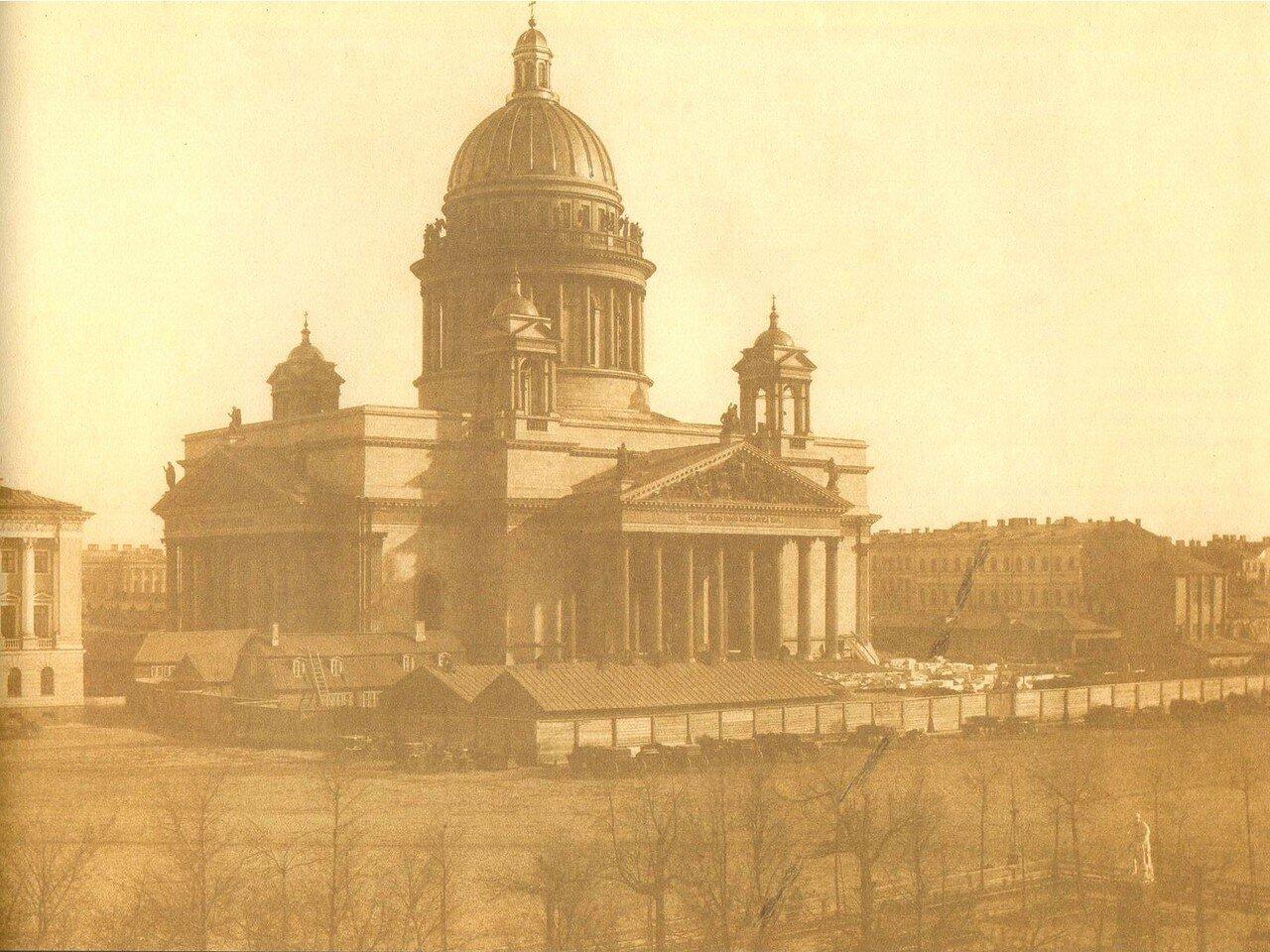 Вид от Адмиралтейства на Исаакиевский собор