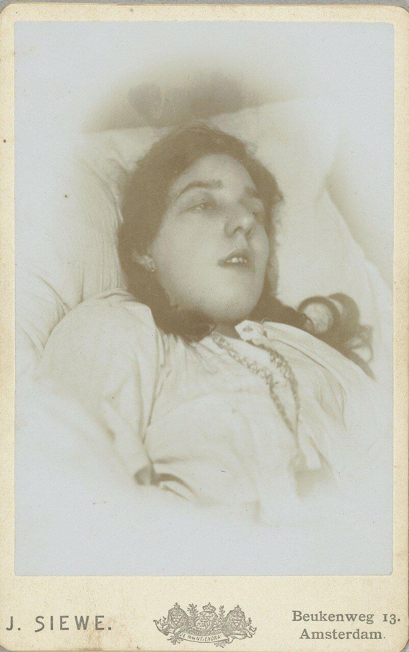1890. Посмертный портрет женщины