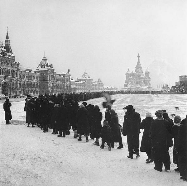 Очередь в мавзолей В.И.Ленина. Москва, Красная площадь