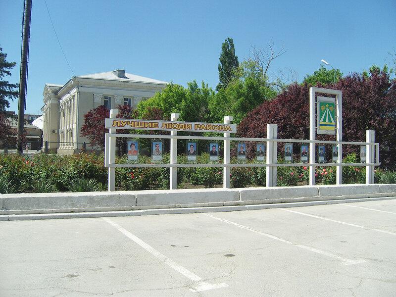 здание суда рядом с админской