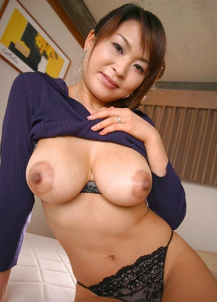 Азиатки с внушительной грудью