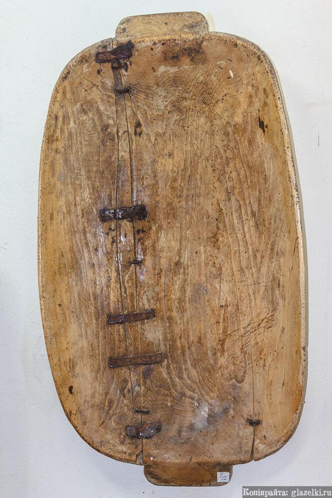 Отремонтированное деревянное корыто.