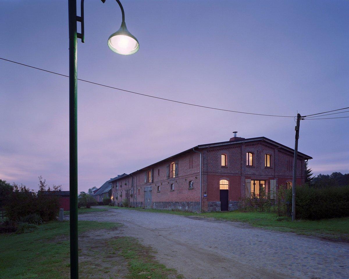 Thomas Kroger Architects, дом в промышленном здании, лофт, кирпичная отделка стен, арки в фасаде частного дома, частные дома в Германии, обзоры домов
