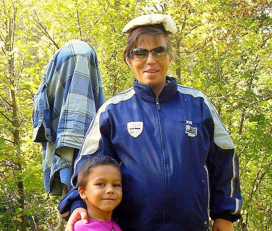 С сыном и грибом(для фото...) ... 2008 год, под Горячим Ключом, на Природе (174).JPG