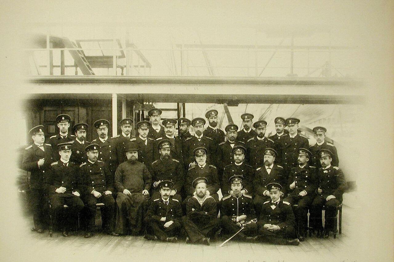 08. Группа офицеров и матросов на борту крейсера «Рюрик»; во втором ряду сидят справа налево - 3-й-офицер А.А.Бунге, 4-й-офицер А.Х. Кригер, 5-й-адмирал Кологерас