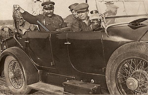 Легендарный кавалерист Красной Армии С.М. Буденный демонстрирует свой трофей