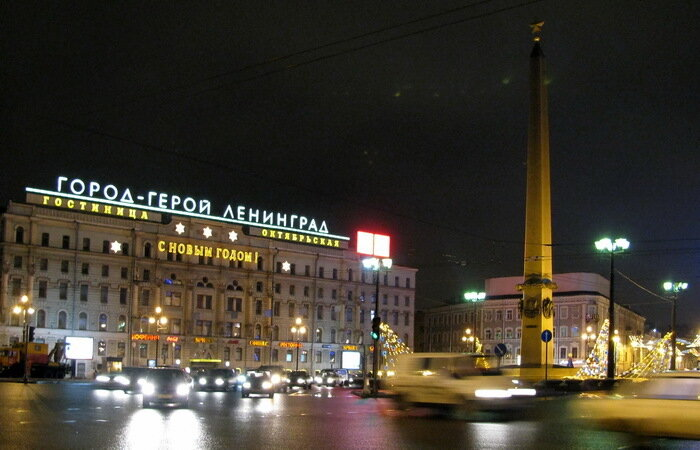 От Московского вокзала до Невы.
