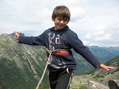 Мой сын Кирилл на вершине пика Толстый Брат