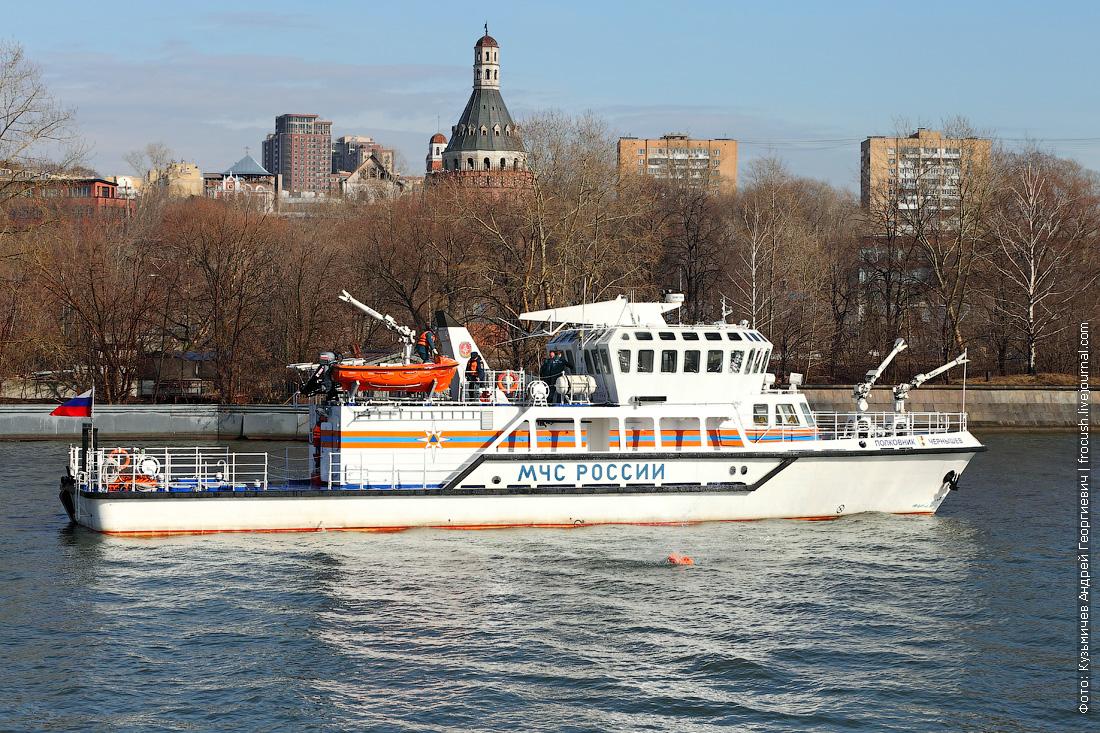 многоцелевое пожарно-спасательное судно Полковник Чернышев спасение утопающего