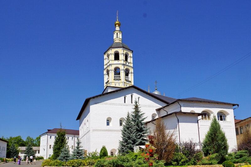 Трапезная 1511 г. с церковью Рождества Христова, Свято-Пафнутиев Боровский монастырь