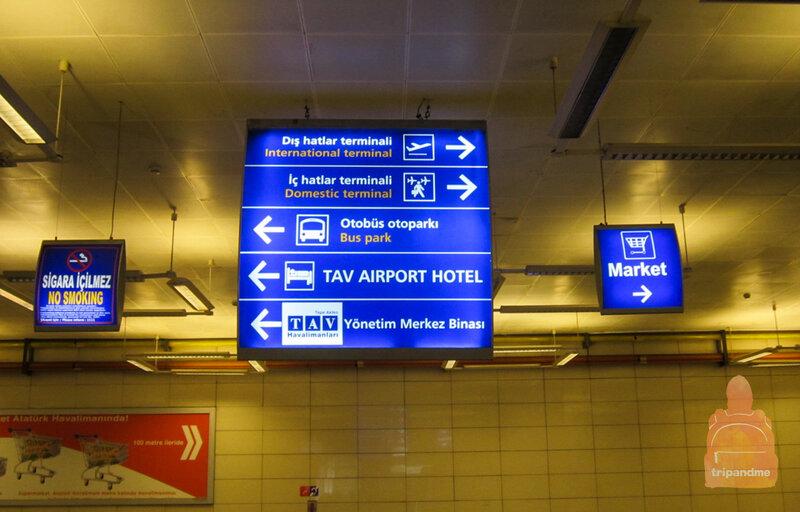 В аэропорту найти автобусную остановку можно по указателям