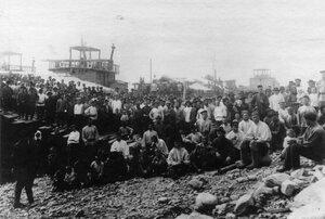 Группа рабочих Ленских приисков. 1912г. Ленские прииски.