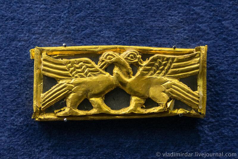 Пластина-обкладка с изображением птиц. Золото. Вторая середина III в. н.э. г. Анапа, некрополь Горгиппии, 1975, 1979 гг.