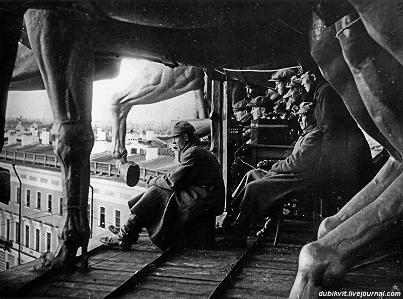 С. Эйзенштейн на съёмках фильма «Октябрь».jpg
