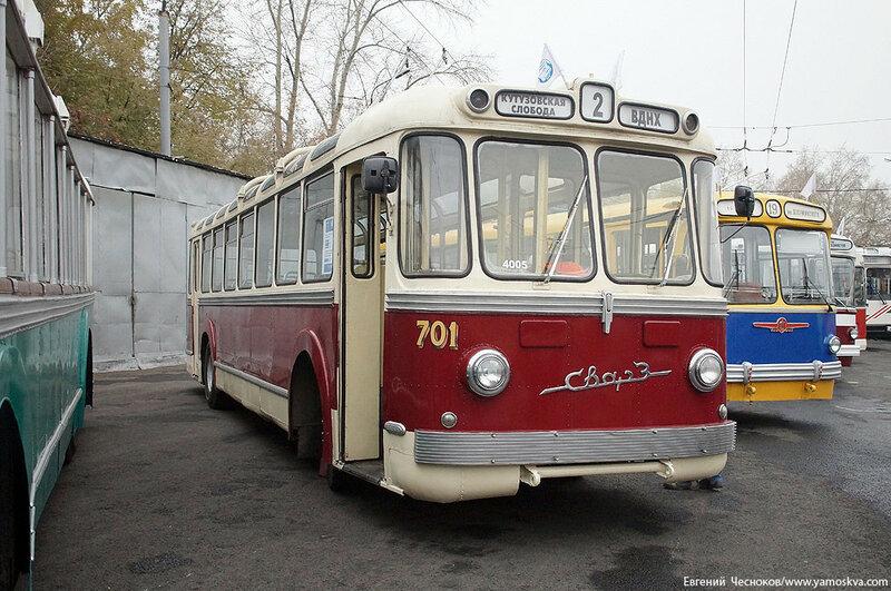 Осень. Парад троллейбусов. 24.10.15.01..jpg