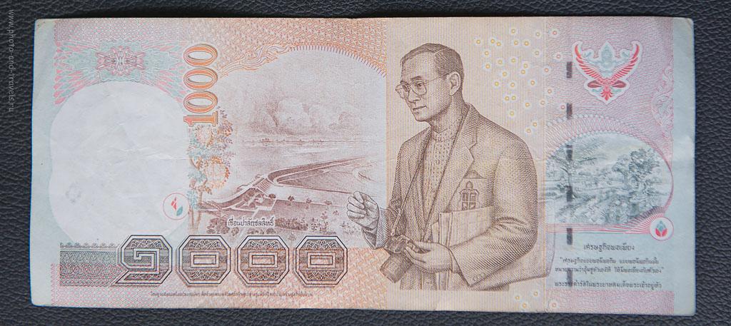 29. Король Таиланда с фотоаппаратом Canon... И кто говорит, что Nikon лучше? Самая масштабная в мире рекламная компания - изображение товара на денежной купюре страны.