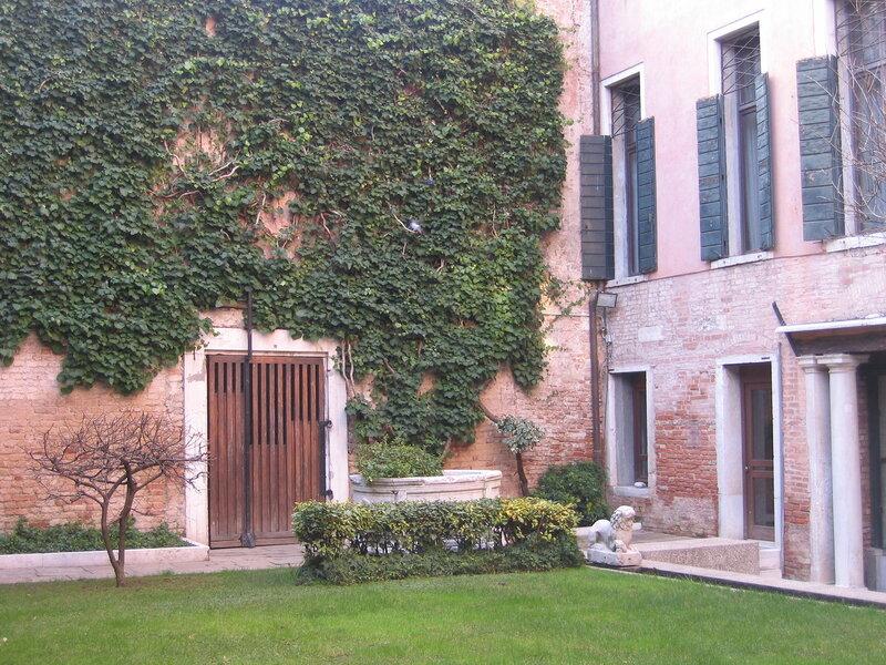 Внутренний двор палаццо Кверини-Стампалья