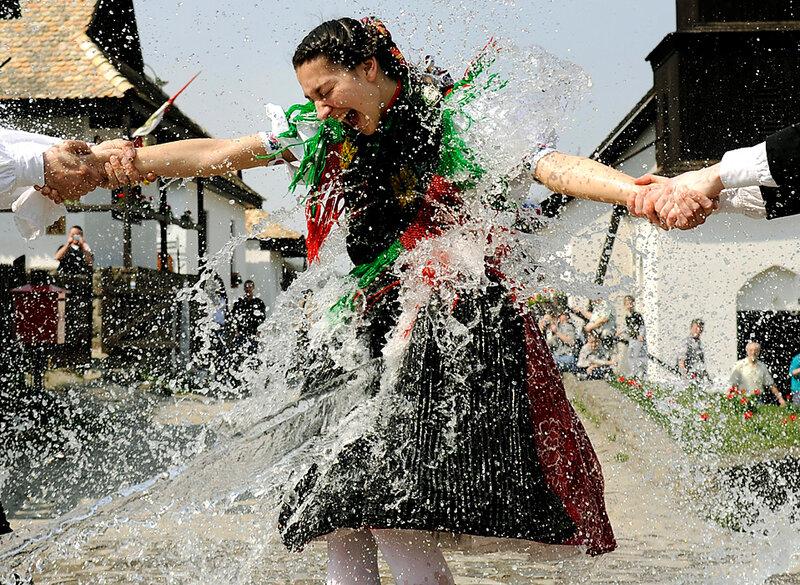 обливание водой венгрия