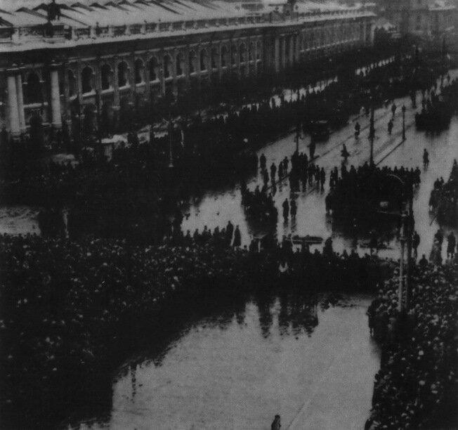 Похороны жертв революции в Петрограде