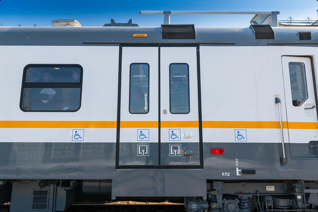 Первая дверь головного вагона оборудована устройствами для инвалидов-колясочников