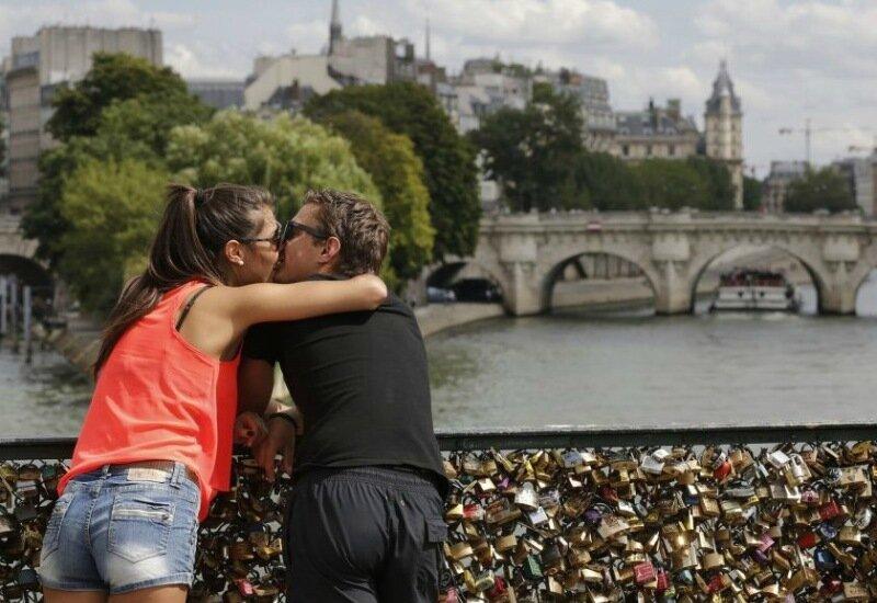 Любовь рушит мосты в прямом смысле слова