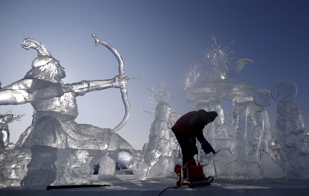 5. В прошлом году самая высокая ледяная скульптура имела высоту около 46 метров и была сделана