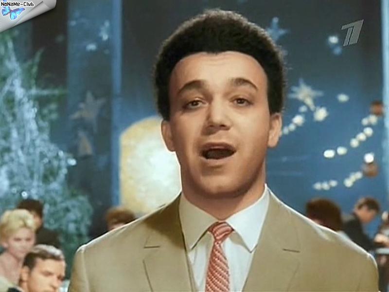 А это Кобзон каких-то 50 лет назад (кадр раскрашенной кинозаписи)