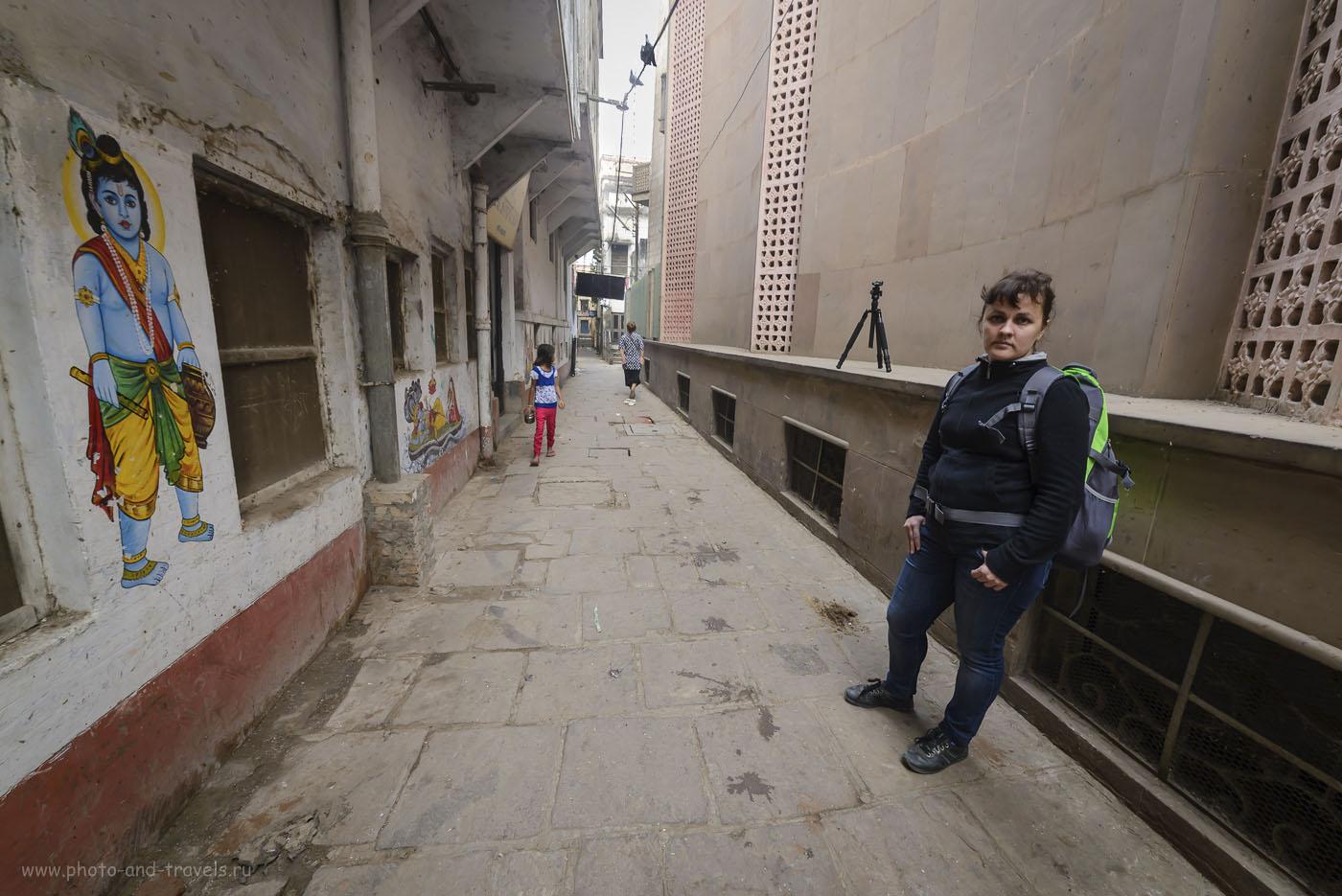 Фотография 8. Переулок по направлению к Assi Ghat в Варанаси. Отчет о самостоятельном отдыхе в Индии. 1/20, -1.0 EV, 8.0, 400, 14.