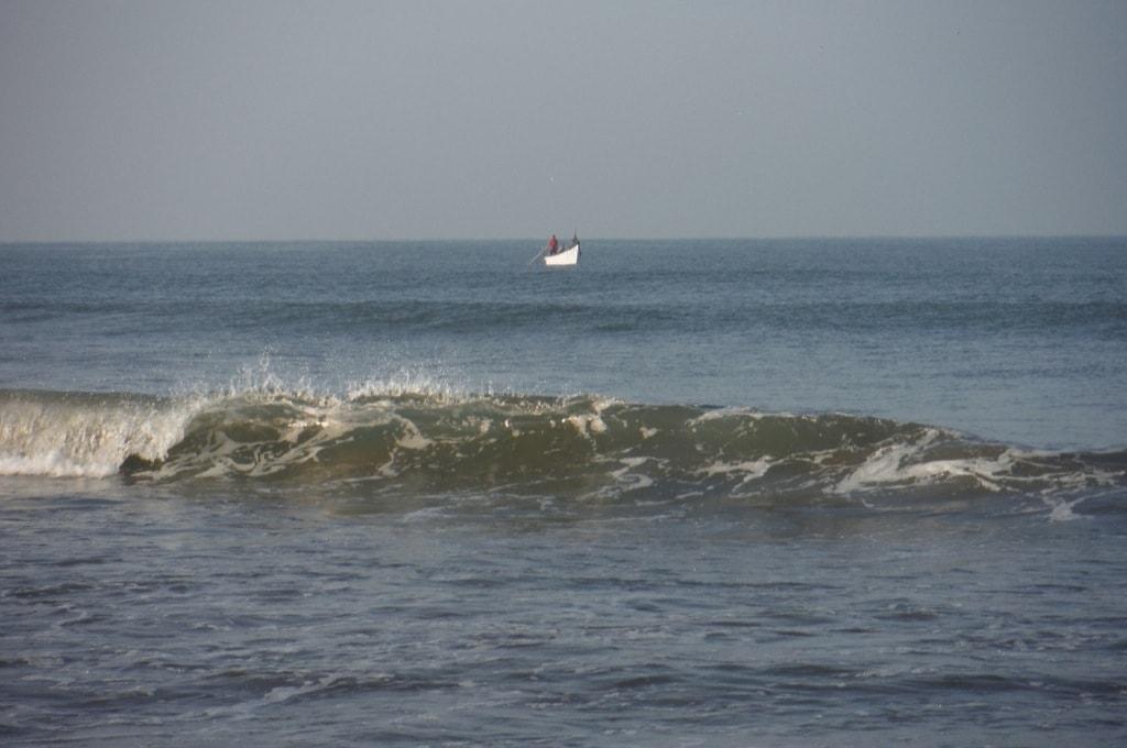 Рыбацкая лодка в море. Арамболь