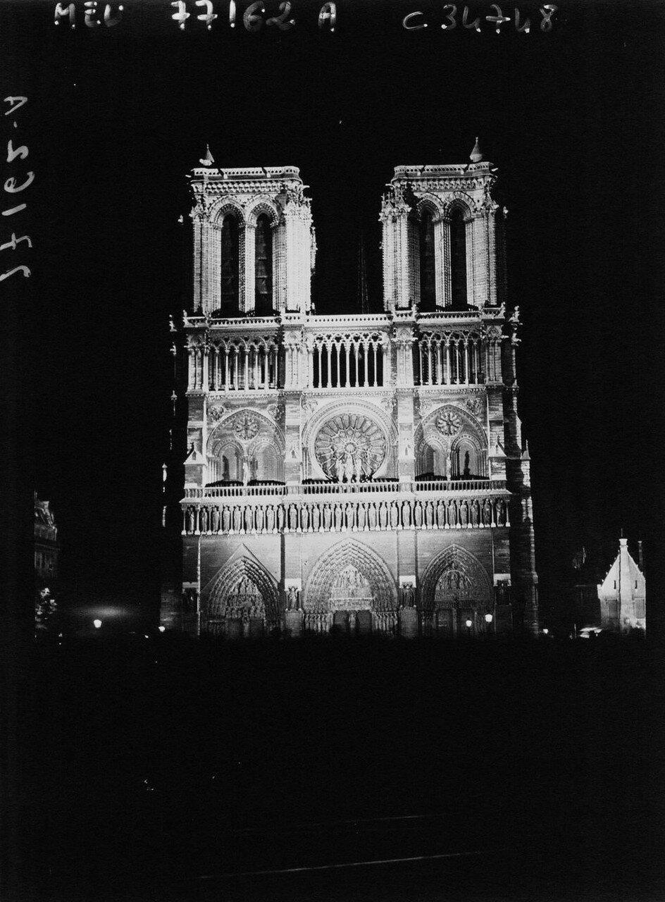 1930. Нотр-Дам ночью