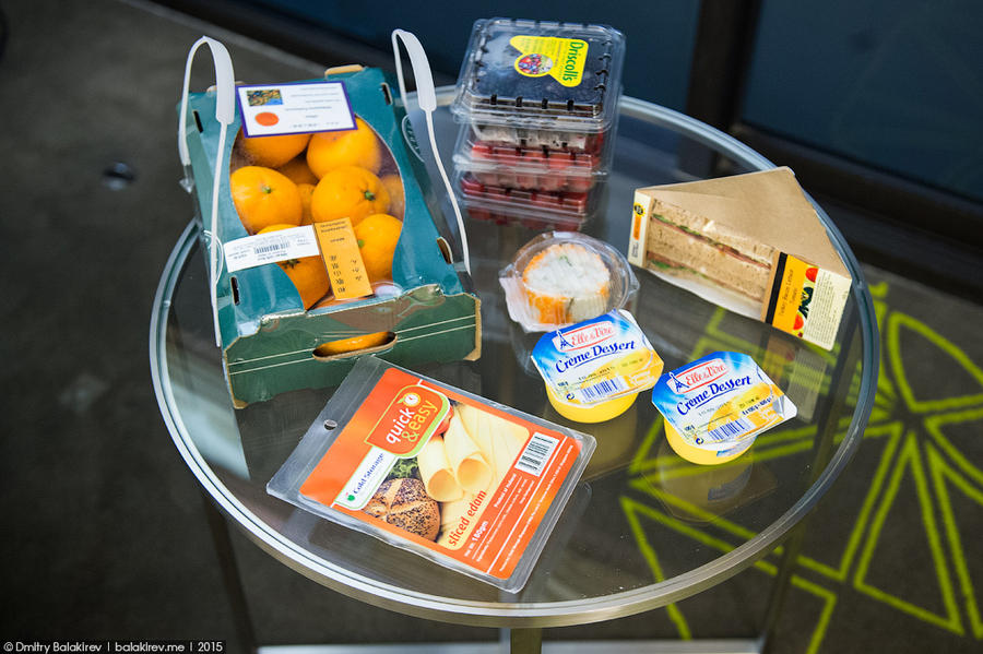 20. Ежевика, сандвич, ролл, сыр, пара пудингов и мандарины обошлись мне в 4 тысячи рублей. Сижу сейч