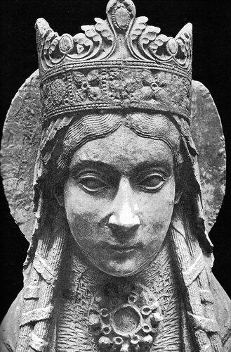 Statue de sainte Clotilde à Notre-Dame de Corbeil, XIIe siècle