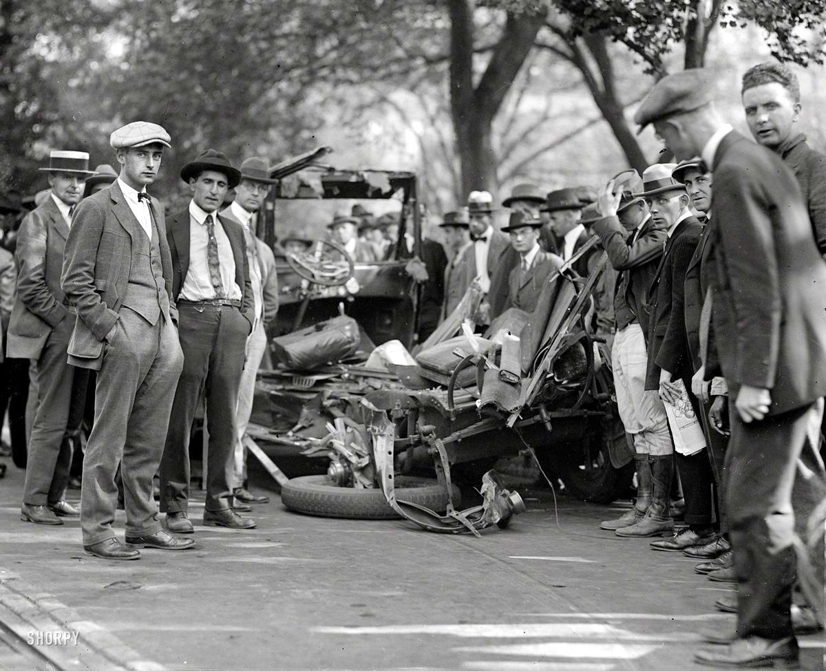 Это все, что осталось после аварии от автомобиля помощника начальника почтовой службы Вашингтона (1923 год)