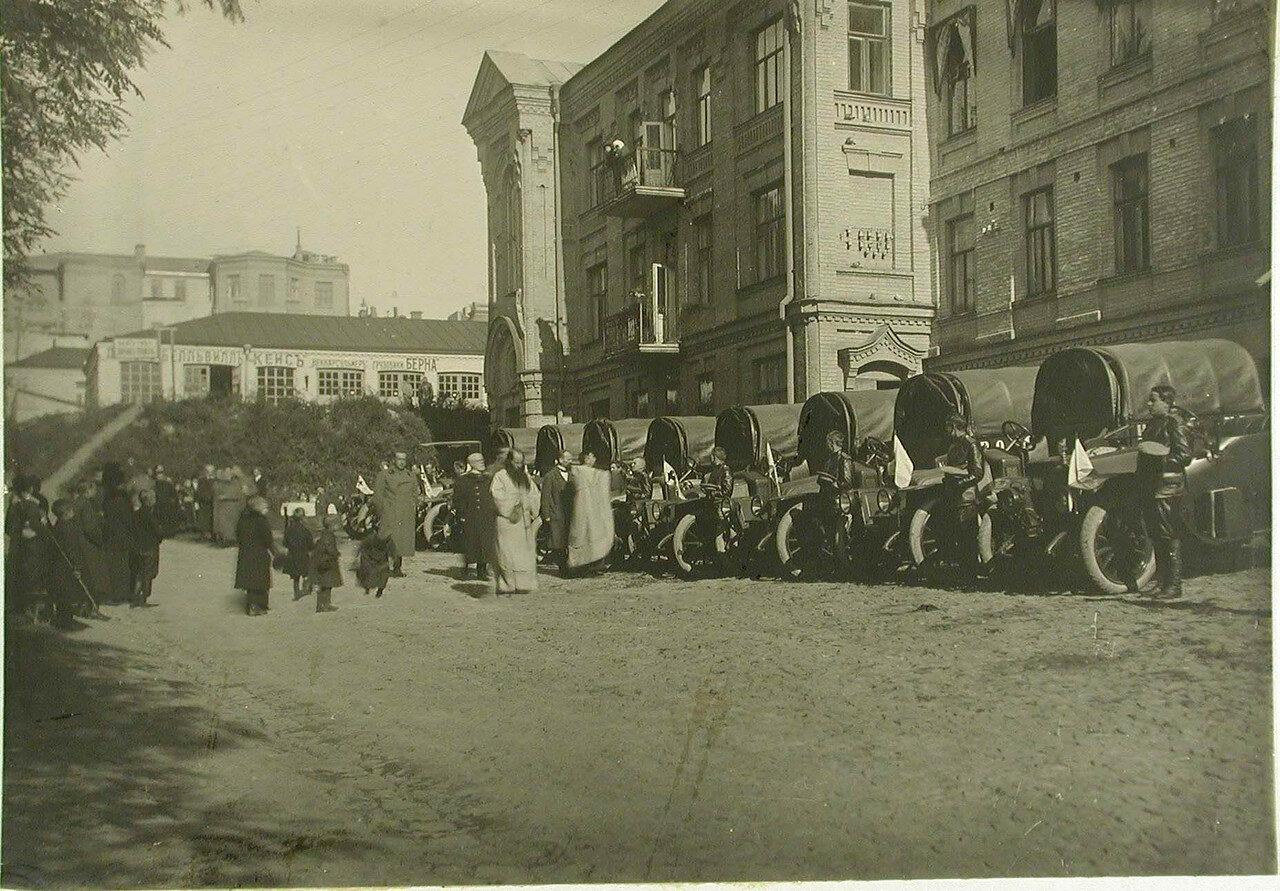 Церемония освящения 2-ой автомобильной колонны имени Ее императорского высочества великой княгини Ольги Александровны. Киев. 1914