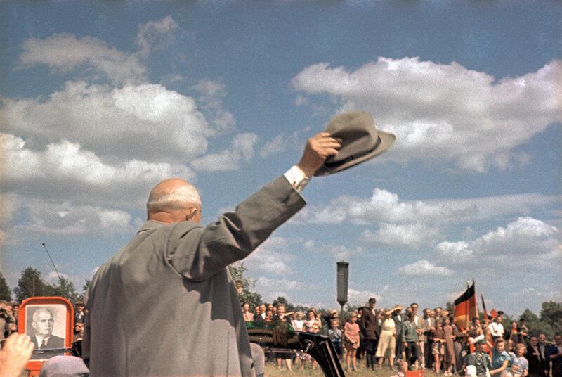 1955 Никита Хрущев в ГДР Бальтерманц.jpg