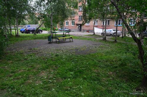Фото города Инта №8109  Двор Воркутинской 6, вид со стороны 10-го дома 02.07.2015_17:22