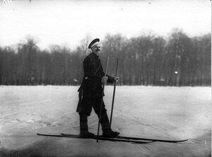 Солдат-пограничник на лыжах.