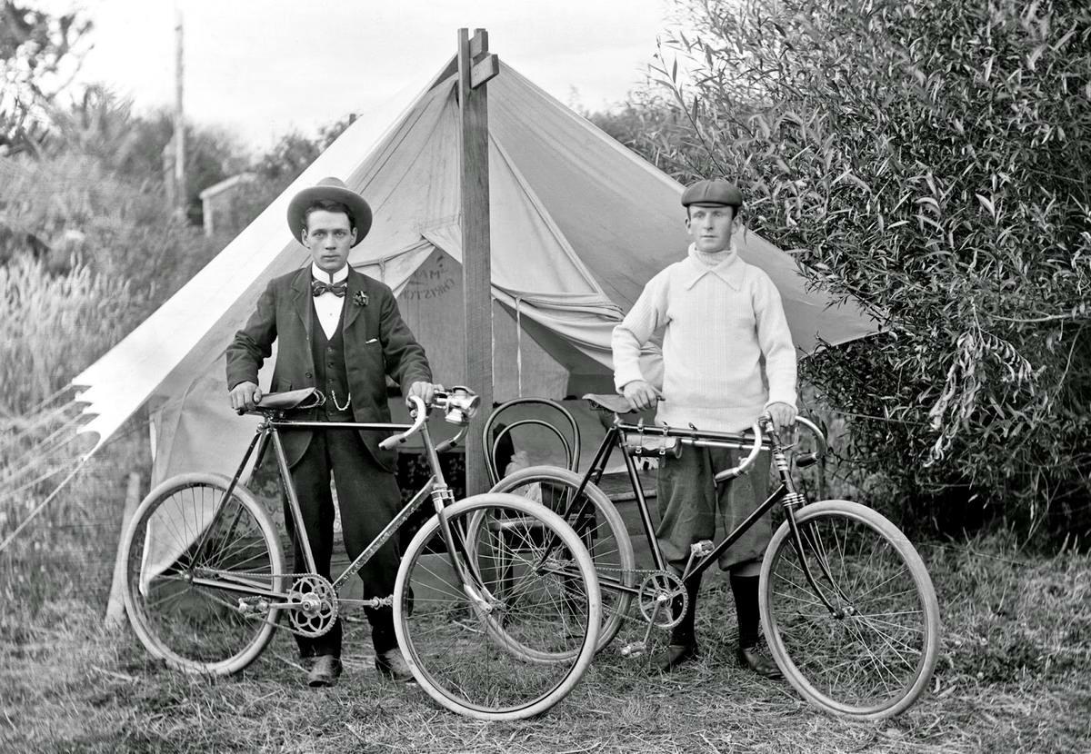Ретро велосипедисты на снимках фотографов первой половины 20 века (1)