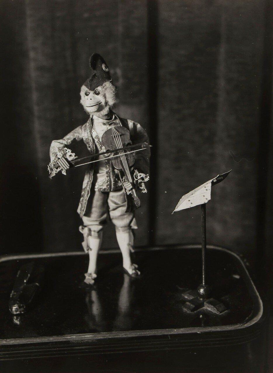 1930. Шарманка